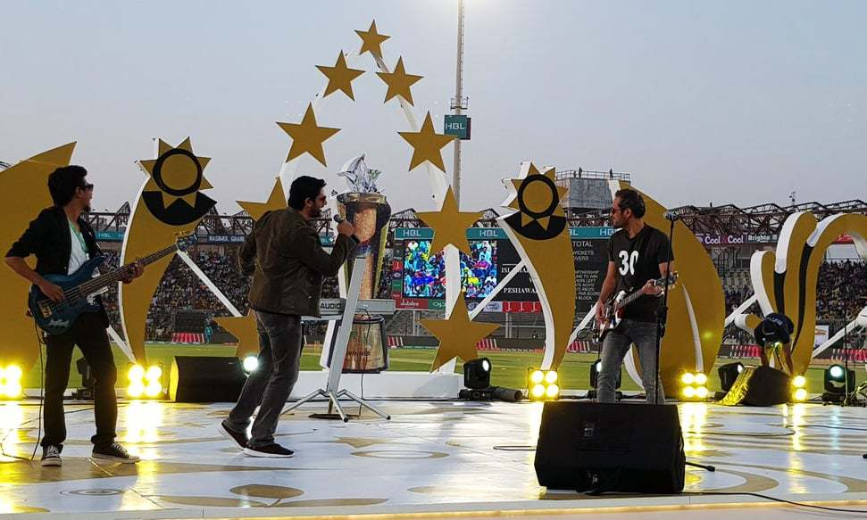 Strings wowing the crowds with their latest hit Sajni at Karachi's National Stadium on Sunday. ─PSL