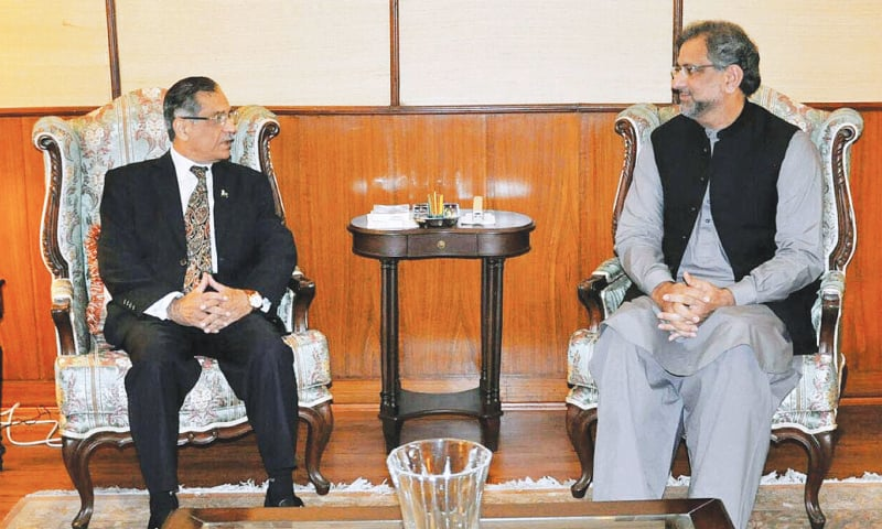 ISLAMABAD: Prime Minister Shahid Khaqan Abbasi in conversation with Chief Justice of Pakistan Mian Saqib Nisar at the Supreme Court on Tuesday.—APP