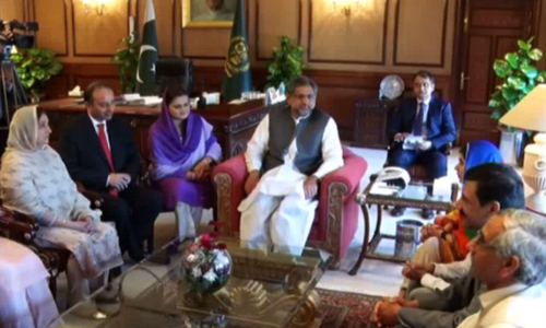 Prime Minister Shahid Khaqan Abbasi meets Nobel Prize laureate Malala Yousafzai. — DawnNews Tv