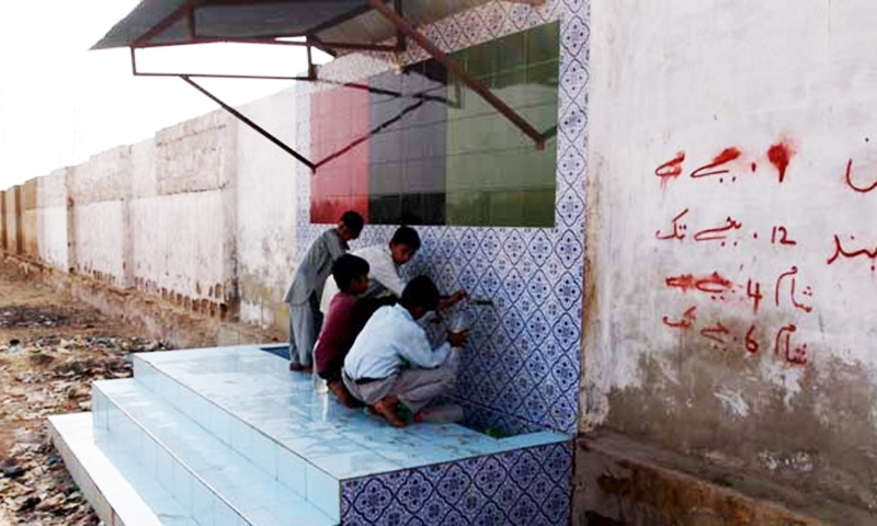 Children fill water at the filtration plant in Karachi. — File photo by Samira Shackle