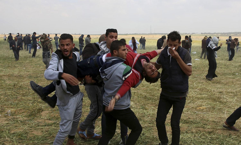 فلسطین میں احتجاج کے دوران اب تک 12 افراد جاں بحق ہوچکے ہیں—فوٹو:اے پی
