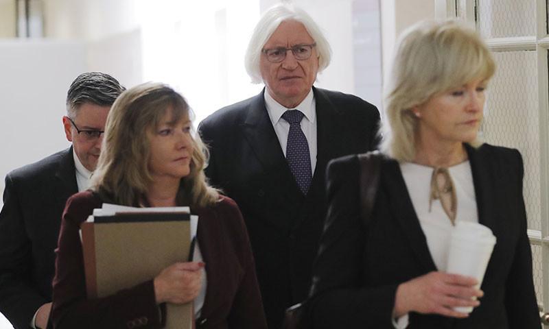 بل کوسبی نے خواتین وکلا کی خدمات حاصل کی تھیں—فوٹو: اے ایف پی