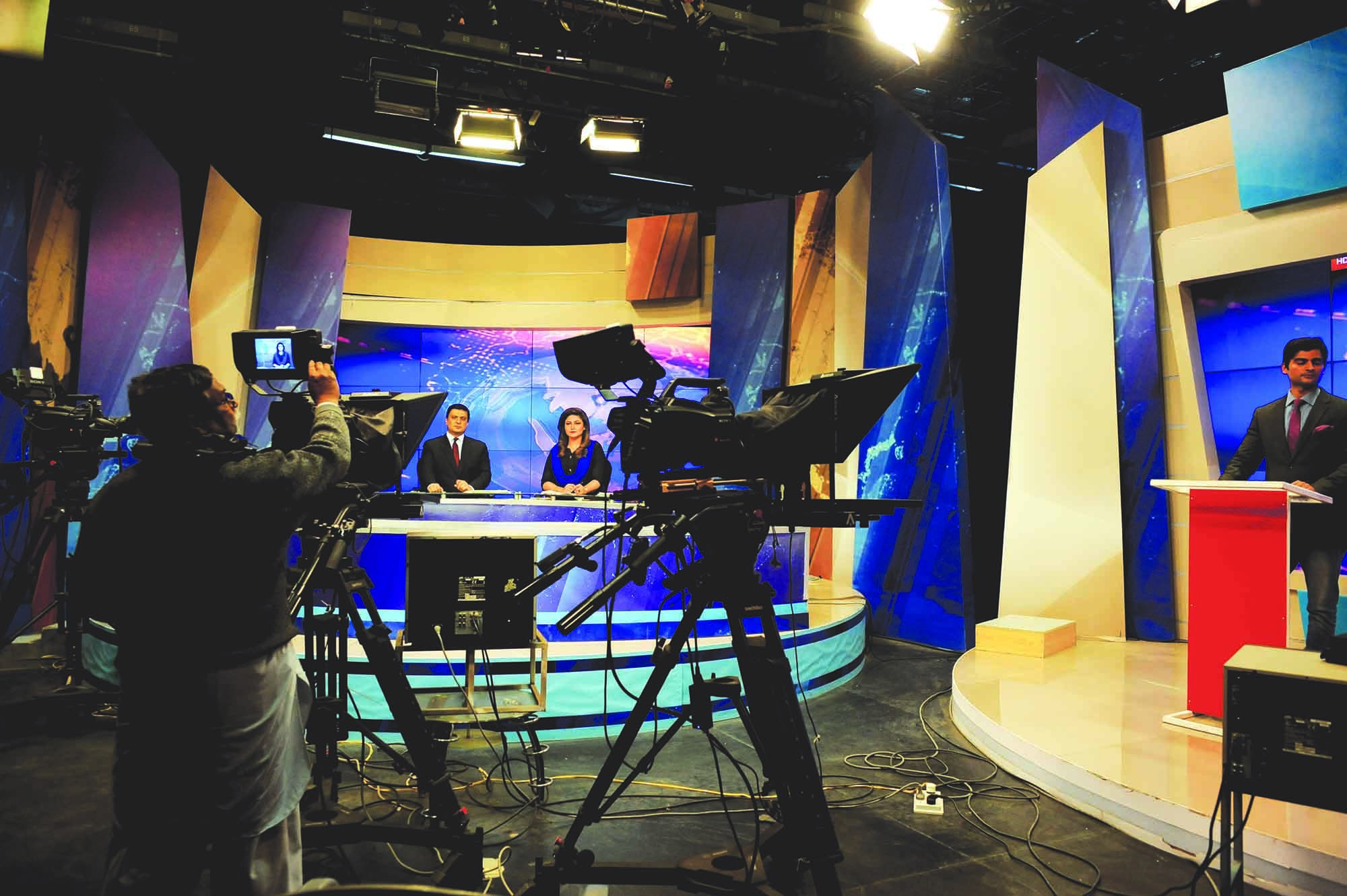 A news programme is under way at PTV's Islamabad studio. Prior to the opening up of private TV channels in the early 2000s, PTV was the only source of news and entertainment. In its early days, 20-minute news bulletins in Urdu and English were broadcast from every centre. Khabarnama, a 25-minute news programme which was aired every night at nine p.m., began in 1970, initially from the Karachi station. Perhaps due to the lack of competition, it became one of the most watched programmes in Pakistan. In 1975, after PTV's stations were linked, Khabarnama was aired from Rawalpindi. Commercials which ran prior, during and after Khabarnama were charged a premium. Today, PTV has a separate channel dedicated to news (PTV News) but it is nowhere as popular as Khabarnama once was. (photo: Arif Mahmood/Dawn White Star)