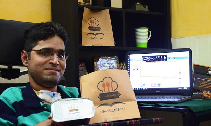عبدالمعید اپنے وقت کا بہترین استعمال کرتے ہوئے خود کو معاشی طور پر آزاد کر رہے ہیں۔ — فوٹو بشکریہ لکھاری