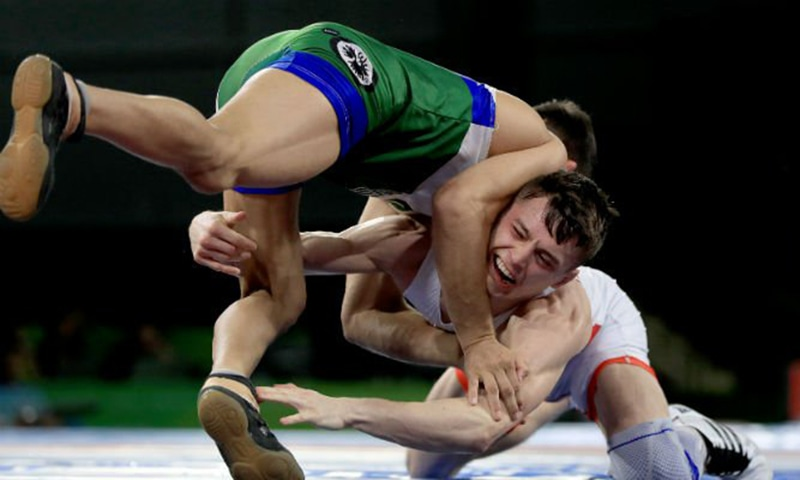 Pakistan's Mohammad Bilal competes against England's George Ramm. — Photo courtesy: Commonwealth Games