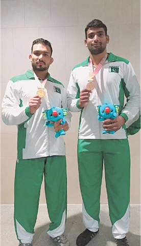 MOHAMMAD Inam (L) and Tayyab Raza show off their medals.