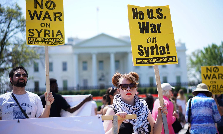 شہریوں نے امریکی جنگ کی مخالفت کی—فوٹو:اے ایف پی