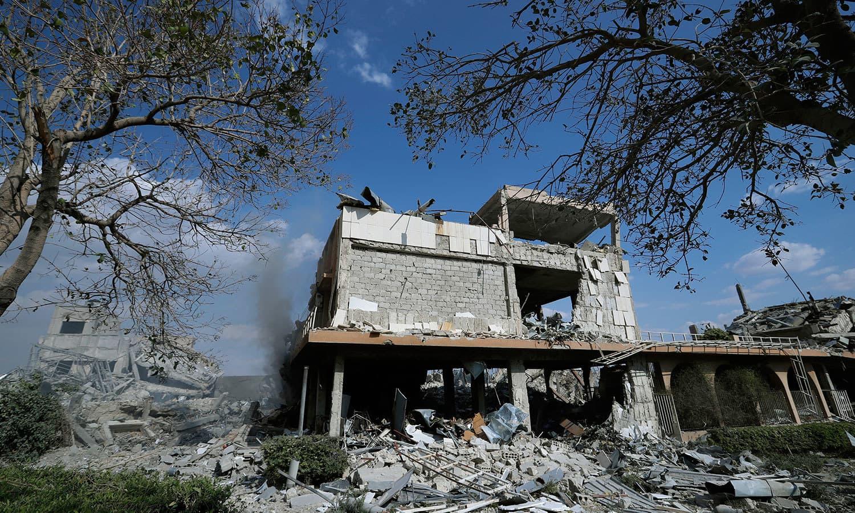 امریکی اتحادیوں کی جانب سے شامی ریسرچ لیبارٹریز کو نشانہ بنایا گیا—فوٹو: اے پی