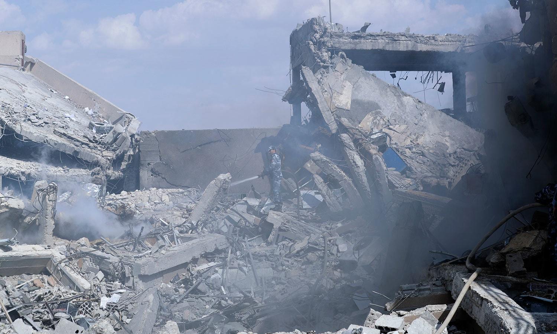 بمباری سے شامی سائنٹفک ریسرچ سینٹر بھی تباہ ہوگیا—فوٹو: اے پی