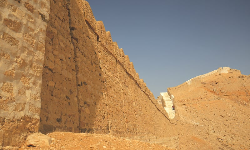 Shahper, the south wall, repaired with lime plaster and original stones | Photos by the writer