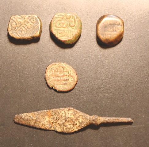 Top row: Coins a la Sultan Muzaffar of Gujarat. 'Muzaffar' can clearly be read on the left piece; middle: Abu Saeed Mirza's issue; bottom: an arrowhead found outside the south wall