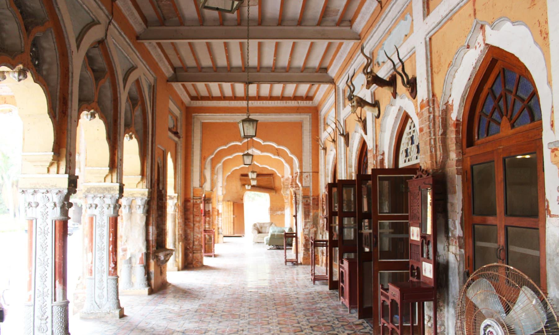 فیض محل کا برامدہ—تصویر اختر حفیظ