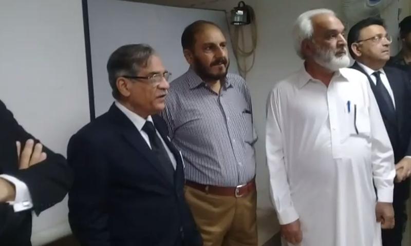 CJP Mian Saqib Nisar talks to medical students during his visit to Al-Razi Medical College in Peshawar. — DawnNews