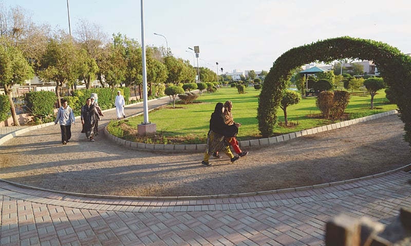 A park in the upscale locatilty of DHA Phase VII | Photos by Faysal Mujeeb/White Star