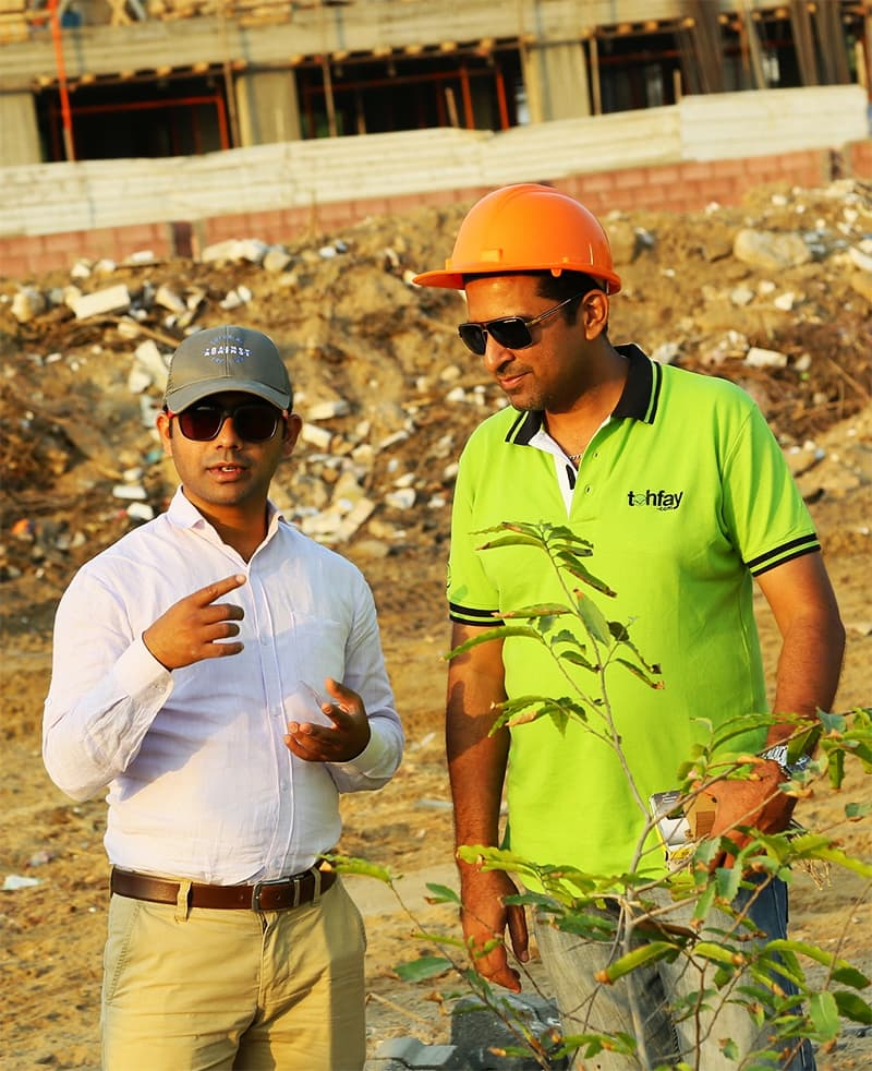 Shubendhu Sharma (left) and Shahzad Qureshi (right) discussing the design of the urban forest to be created in Karachi. ─ Photo by Urban Forest