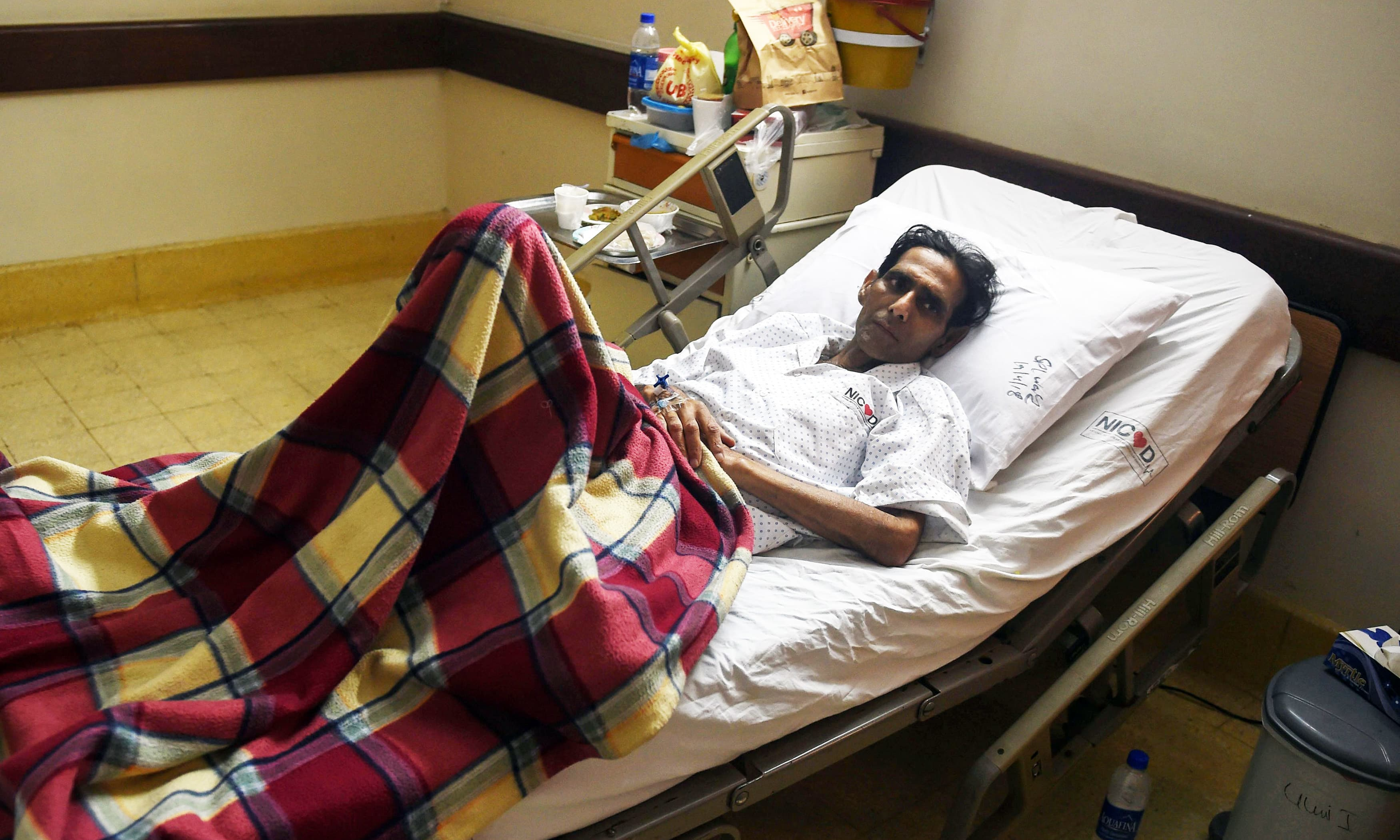 Former field hockey goalkeeper Mansoor Ahmed being treated at a hospital in Karachi, following complications stemming from a pacemaker and stents implanted in his heart. —AFP