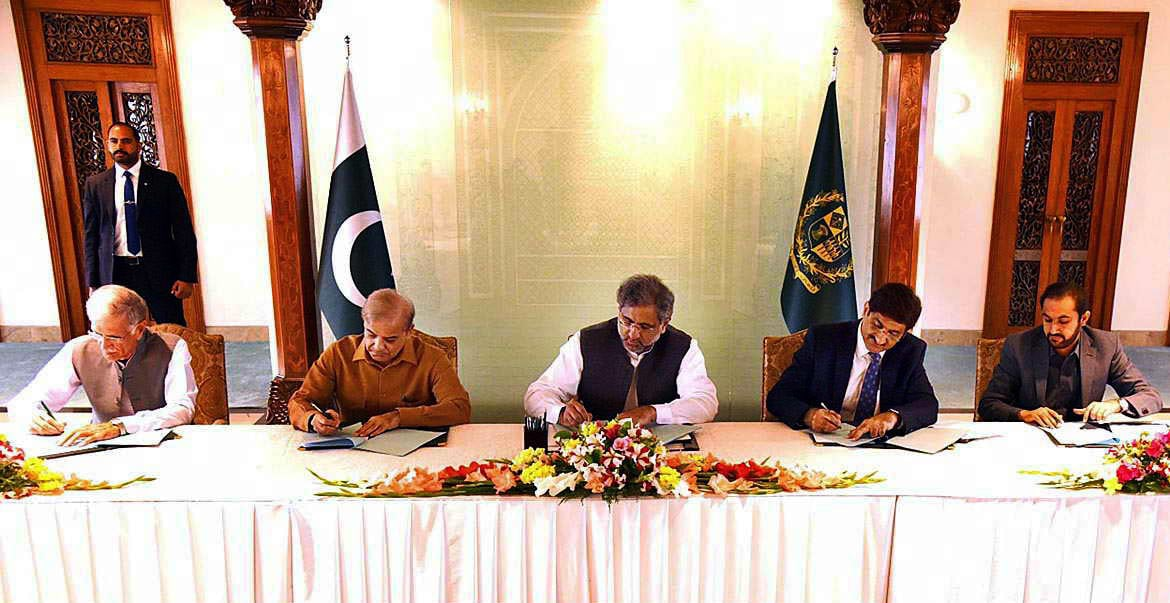 "Prime Minister Shahid Khaqan Abbasi along with chief ministers of the four provinces signs ""Pakistan Water Charter"". —APP"