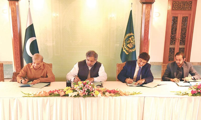 Prime Minister Shahid Khaqan Abbasi along with Balochistan Chief Minister Abdul Quddus Bizenjo, Punjab Chief Minister Shahbaz Sharif, Khyber Pakhtunkhwa Chief Minister Pervez Khattak and Sindh Chief Minister Syed Murad Ali Shah signing the National Water Charter. The spirit of camaraderie proved to be short-lived as hours later three chief ministers walked out of the NEC meeting.—Online
