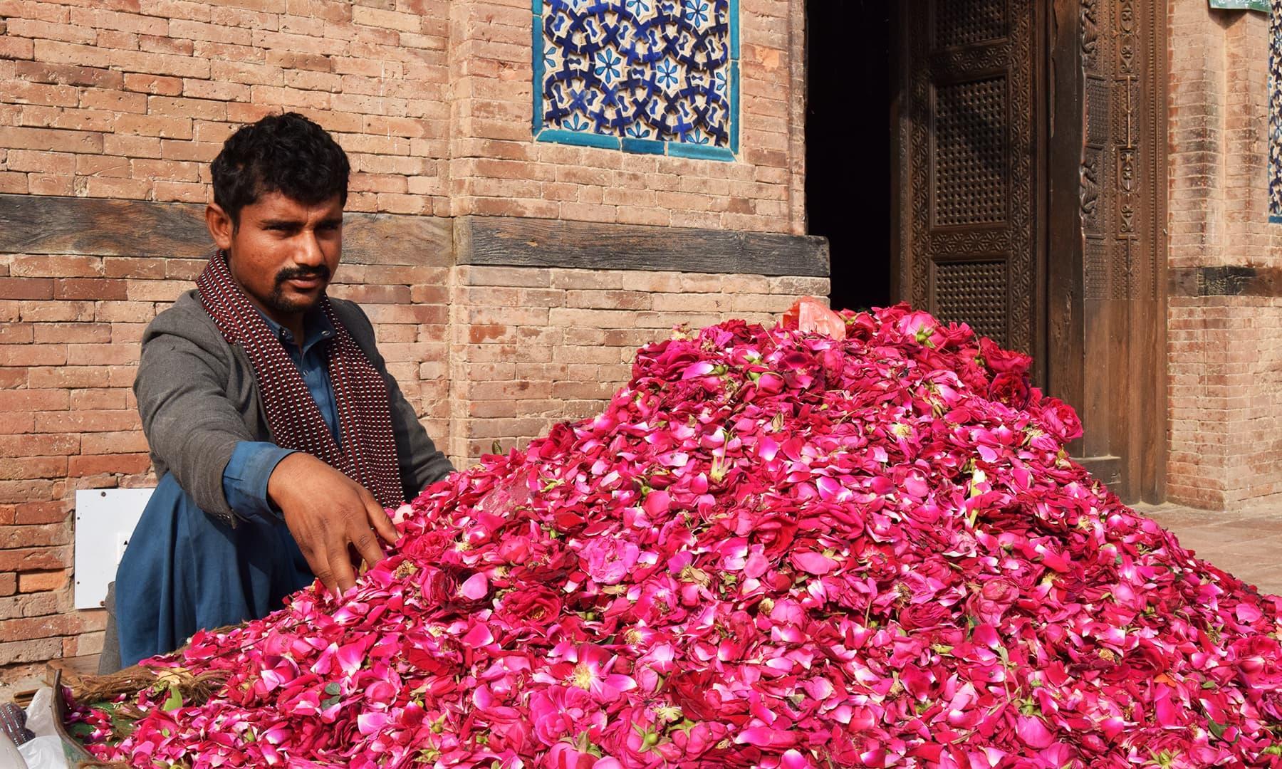 21 سالہ محمد یونس  کا تعلق جنوبی پنجاب کے علاقے خان نگر ضلع  مظفر گڑھ سے ہے—تصویر عظمت اکبر