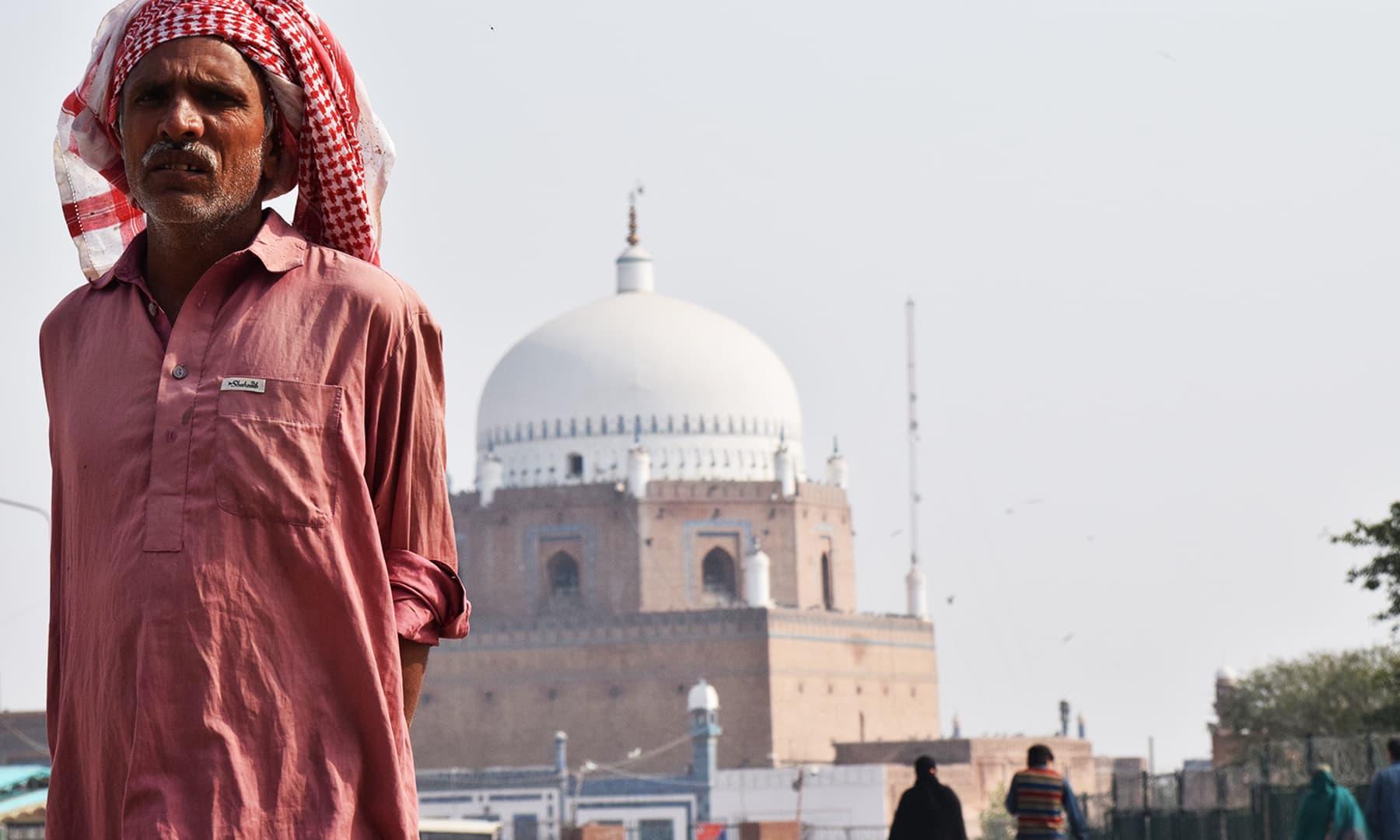 ملتان میں عقیدت کے رنگ ہرسوں دکھائی دیے—تصویر عظمت اکبر