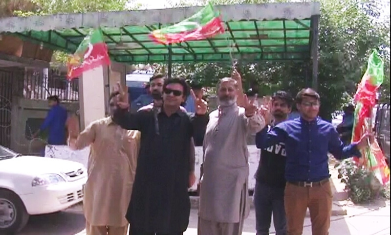 PTI leader and petitioner Usman Dar (in black) is seen at the court. — DawnNewsTV
