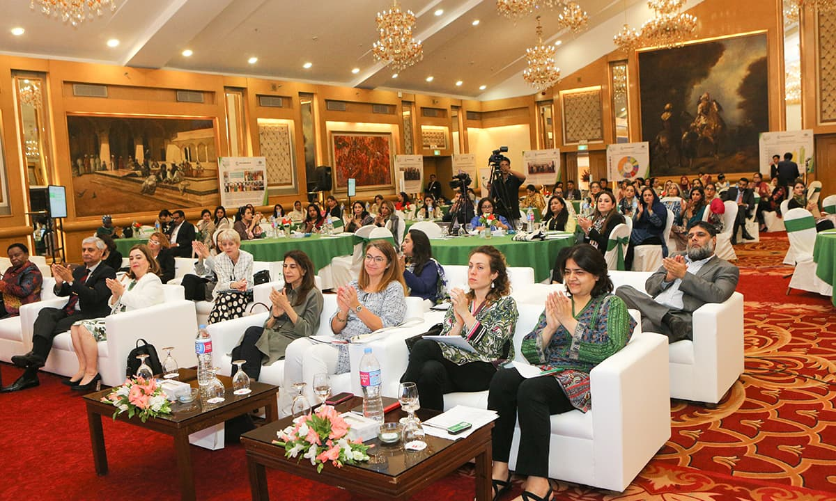 The audience cheers at Karachi's first conference for 'Closing the Gender Gap - A Tool for Economic and Trade Development in Pakistan' | Photo by New World concepts