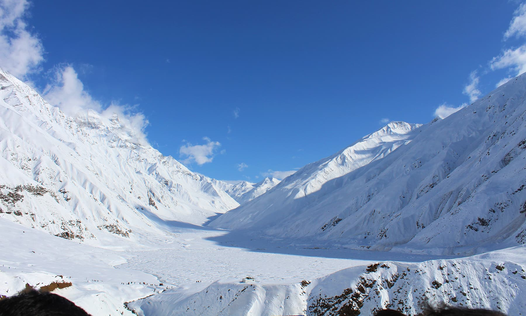 منجمند جھیل سیف الملوک — فوٹو بشکریہ عظمت اکبر