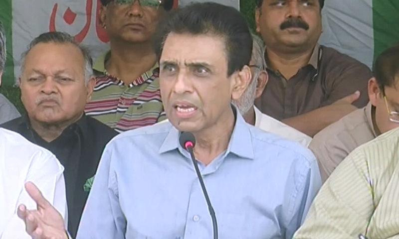 Convener of MQM's Bahadurabad's wing, Khalid Maqbool Siddiqui speaks to media in Karachi. — DawnNews TV