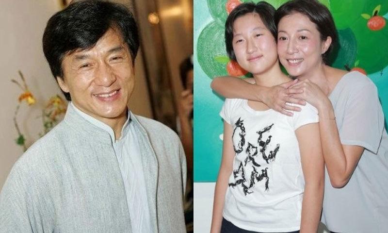 جیکی چن کی مبینہ بیٹی اپنی والدہ کے ہمراہ—فائل فوٹو: دی انڈیپینڈنٹ