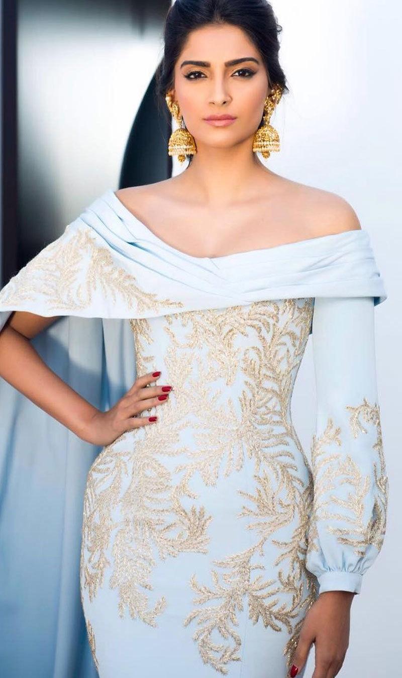 سونم کپور ہر تقریب میں منفرد اور نیا لباس پہنیں گی—فوٹو: انسٹاگرام