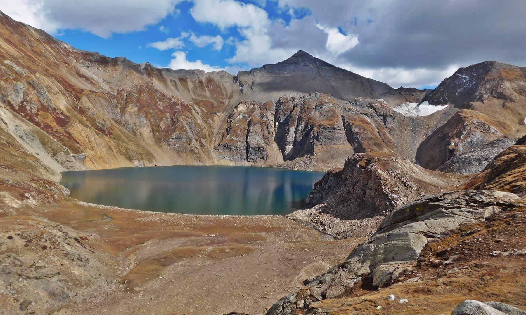 جھیل کے نظارے نے ساری تھکاوٹ کی دور کردی—تصویر عظمت اکبر