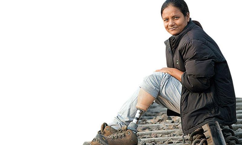 ارونما سنہا دونوں پاؤں سے معزور ہیں—فائل فوٹو: انڈیا ٹوڈے