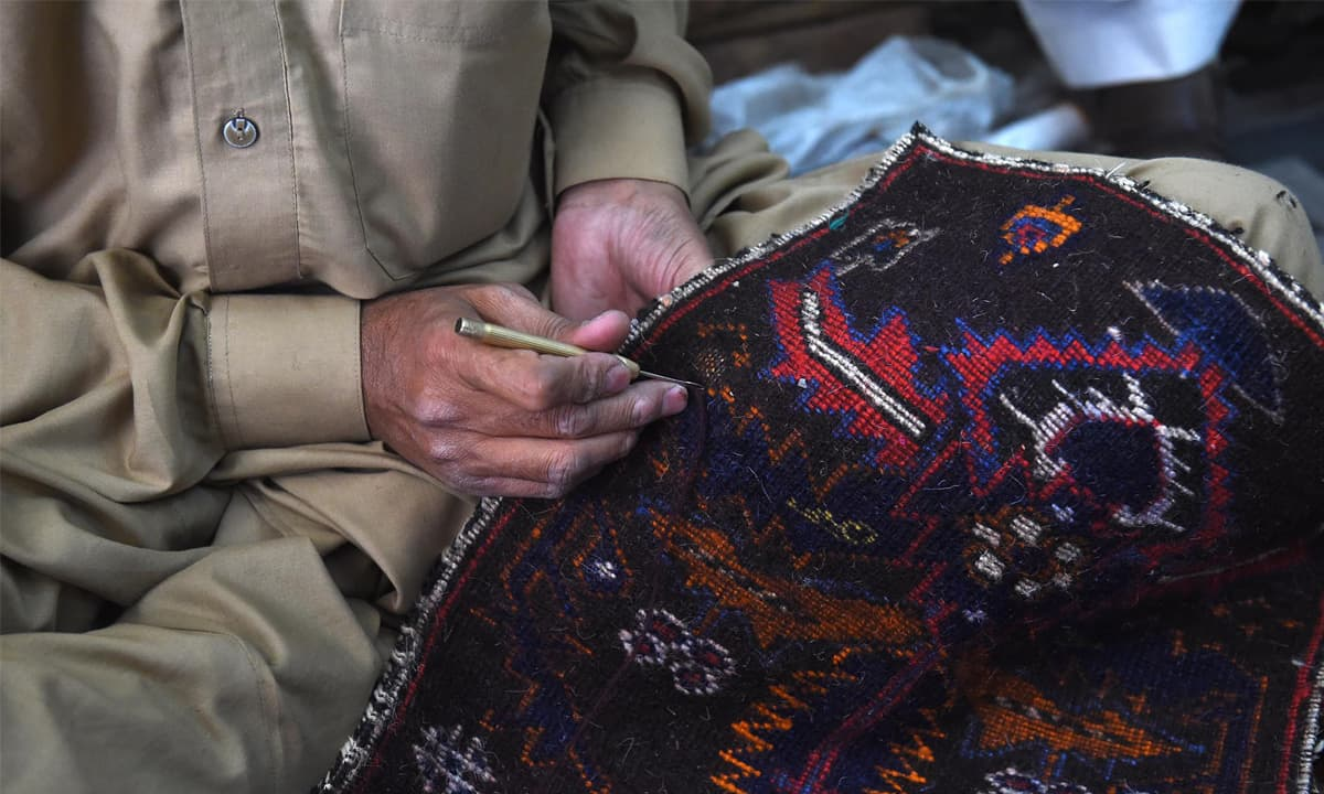 The art of crafting handmade carpets