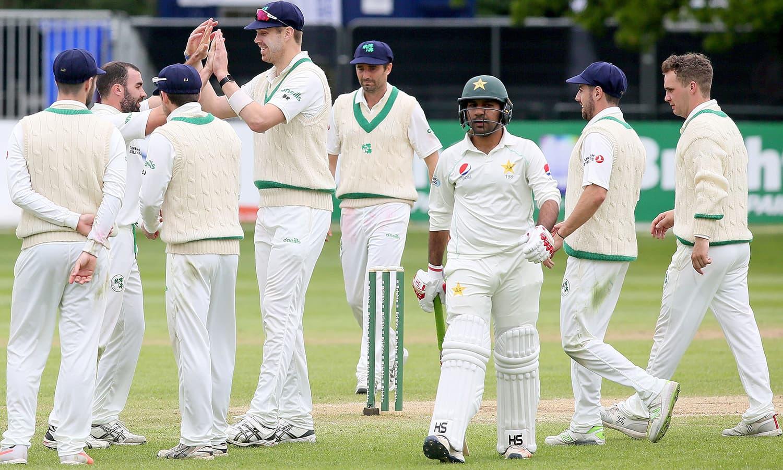 قومی ٹیم کے کپتان سرفراز احمد میچ کی دونوں اننگز میں ناکامی سے دوچار ہوئے— فوٹو: اے ایف پی