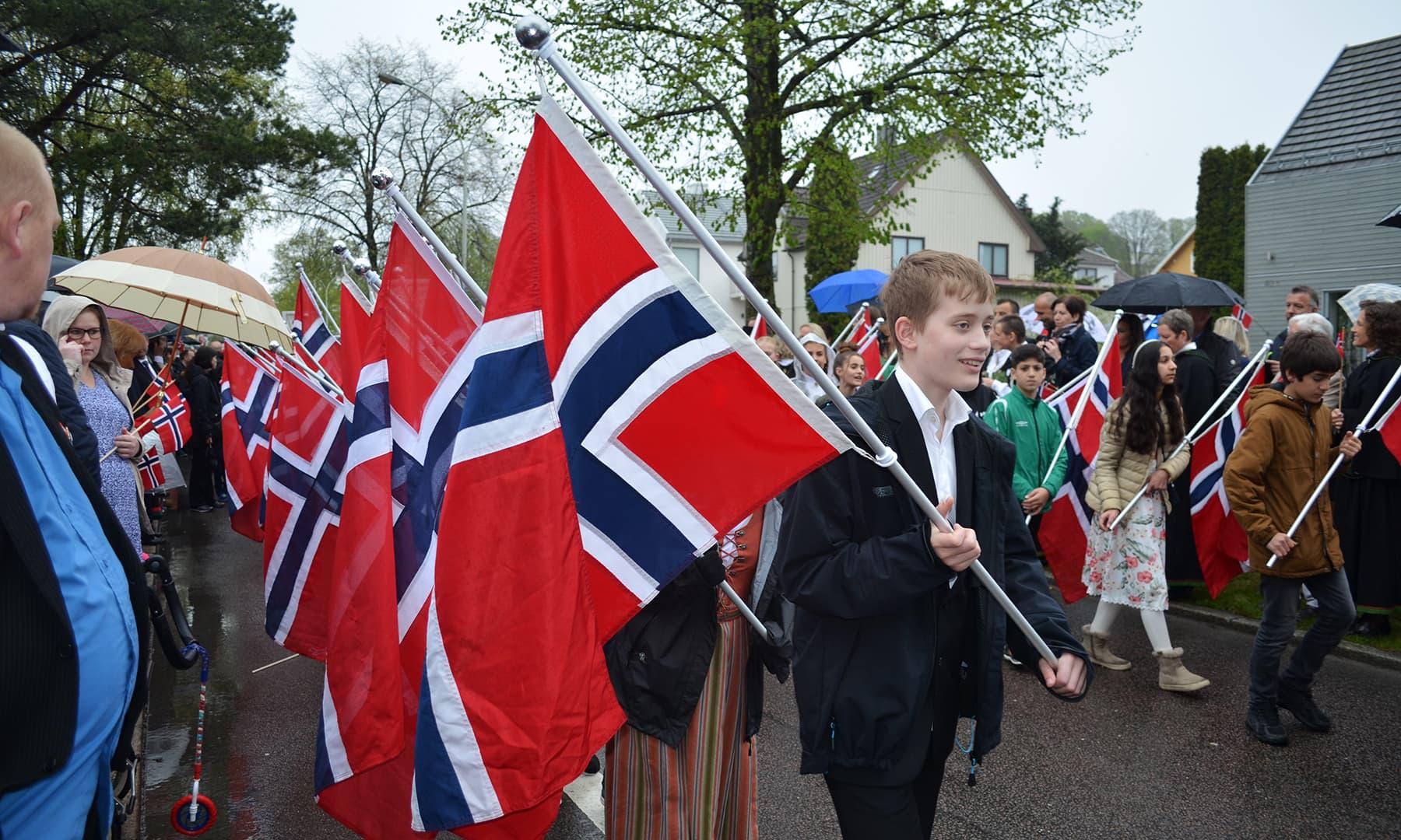 ناروے میں 17 مئی قومی دن کے طور پر منایا جاتا ہے—تصویر رمضان رفیق
