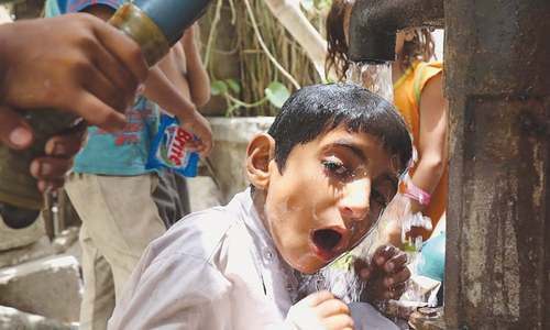 'Heatwave to persist until May 23,' mercury hits 44˚C in Karachi