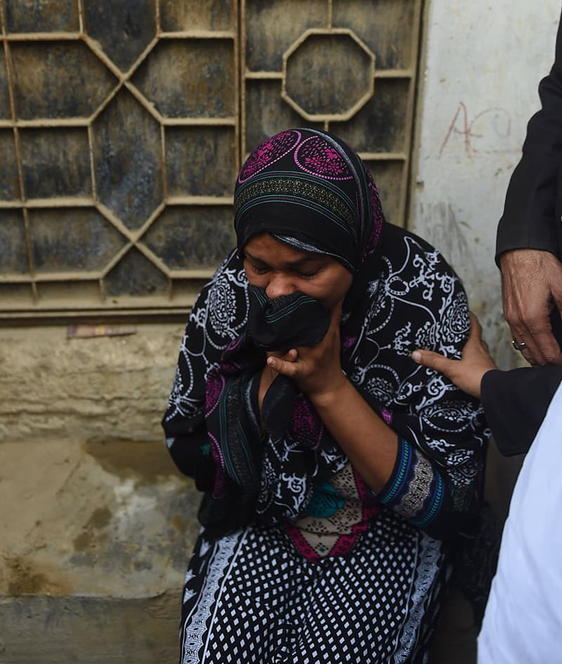 Asma Nawab weeps as she is about to enter her house after her release in Karachi. —AFP