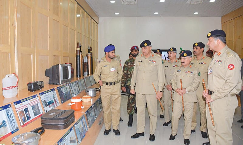 SHINKIARI: Commandant of the Junior Leaders Academy briefs Chief of the Army Staff Gen Qamar Javed Bajwa during his visit to the academy on Wednesday.