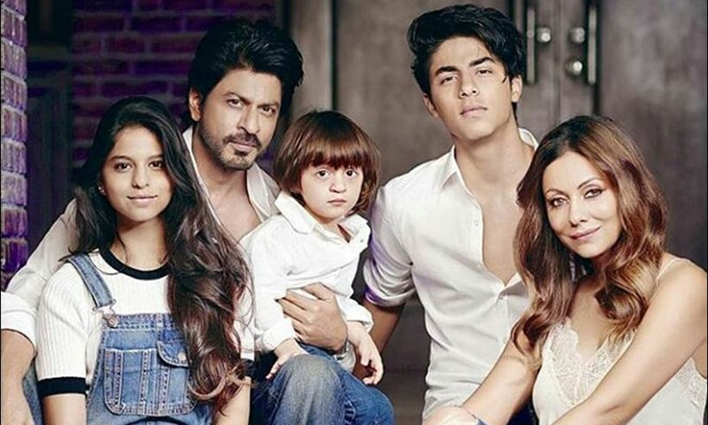 شاہ رخ خان اپنے اہل خانہ کے ہمراہ