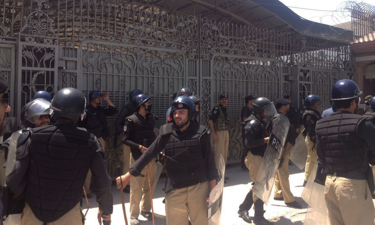 Police deployed at the assembly gate. — DawnNewsTV