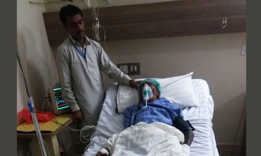 The elderly woman at a private hospital in Sukkur. — DawnNewsTV