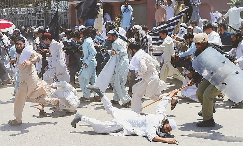 PESHAWAR: Police baton-charge the JUI-F protesters in front of the KP Assembly on Sunday. The activists were demonstrating against the merger of Fata with KP.—Shahbaz Butt