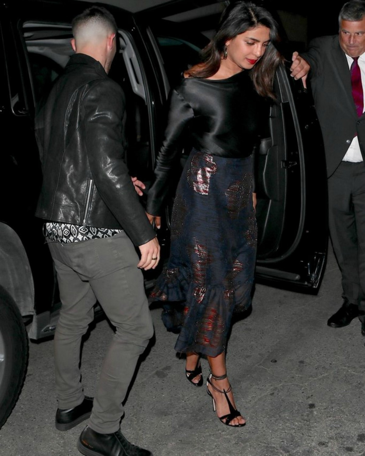 Priyanka and Nick Jonas were snapped by paparazzi on their way to their dinner date