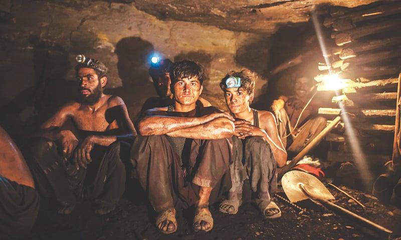 Young workers inside a mine in Choa Saidan Shah, Punjab | Sarah Rashid / Reuters
