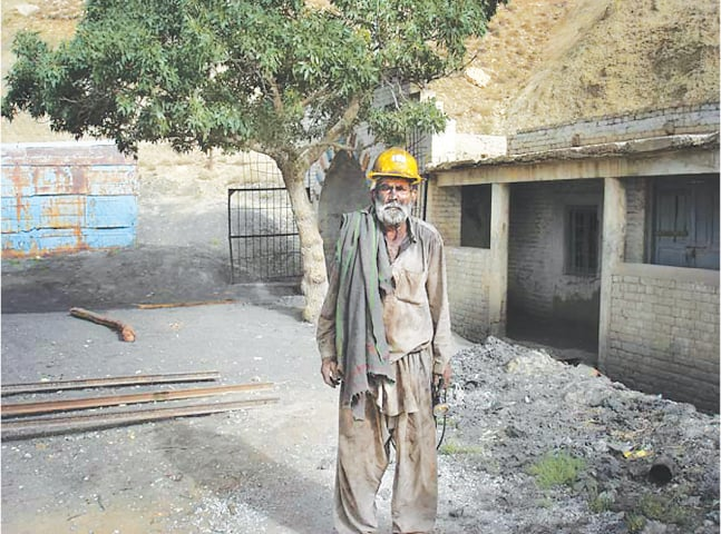 Yousuf Gill is amongst those who risk their health and life for a livelihood | Mukhtar Azad
