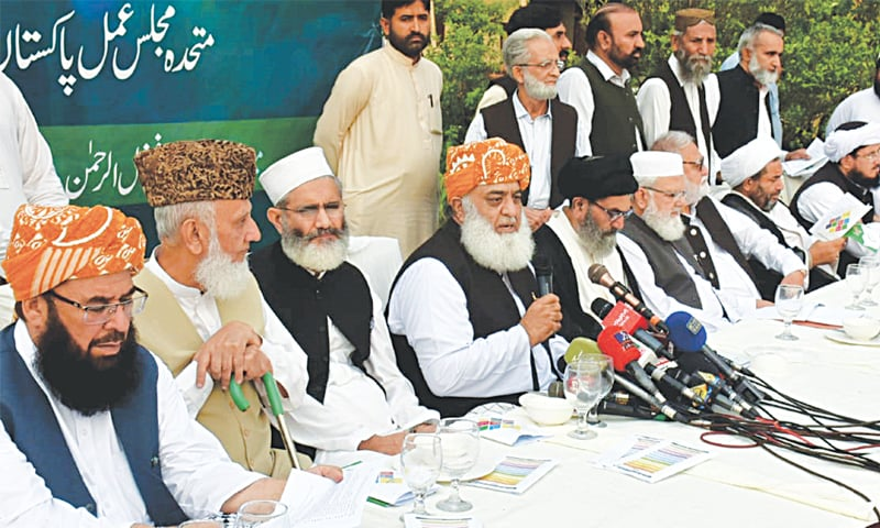 ISLAMABAD: Jamiat Ulema-i-Islam chief Maulana Fazlur Rehman, Jamaat-i-Islami's Sirajul Haq and others at a Muttahida Majlis-i-Amal press conference on Tuesday.—Tanveer Shahzad/White Star
