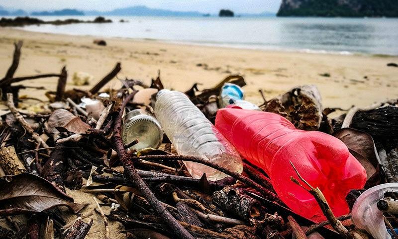 پلاسٹک سمندر کی آلودگی کا سب سے بڑا سبب ہے—فوٹو: شٹر اسٹاک