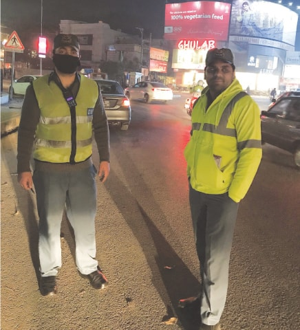 Traffic warden Hafeez-ur-Rehman (right) at M.M. Alam Road, Lahore | Photo by the writer