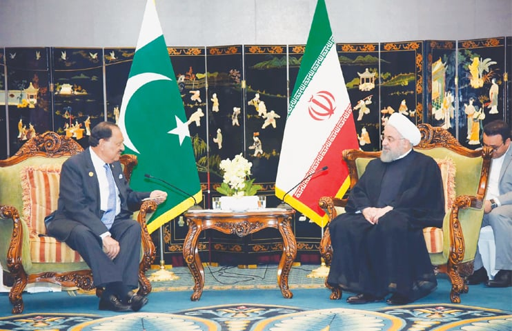 PRESIDENT Mamnoon Hussain exchanges views with Iranian President Dr Hassan Rouhani during their meeting on Saturday.—PPI