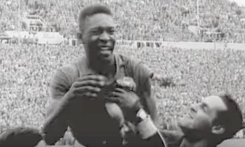 1958 کے ورلڈ کپ کا منظر، عظیم فٹبالر پیلے— فوٹو، اسکرین شاٹ